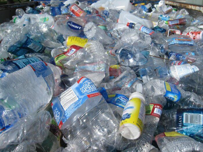 botella plastico - agua embotellada